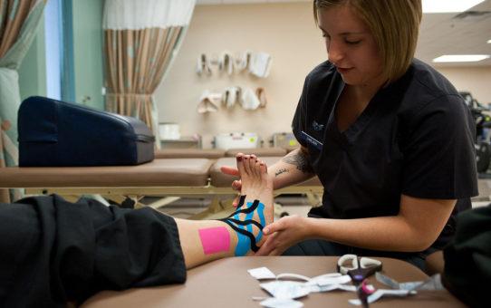 Taping rehabilitacyjny – najważniejsze informacje